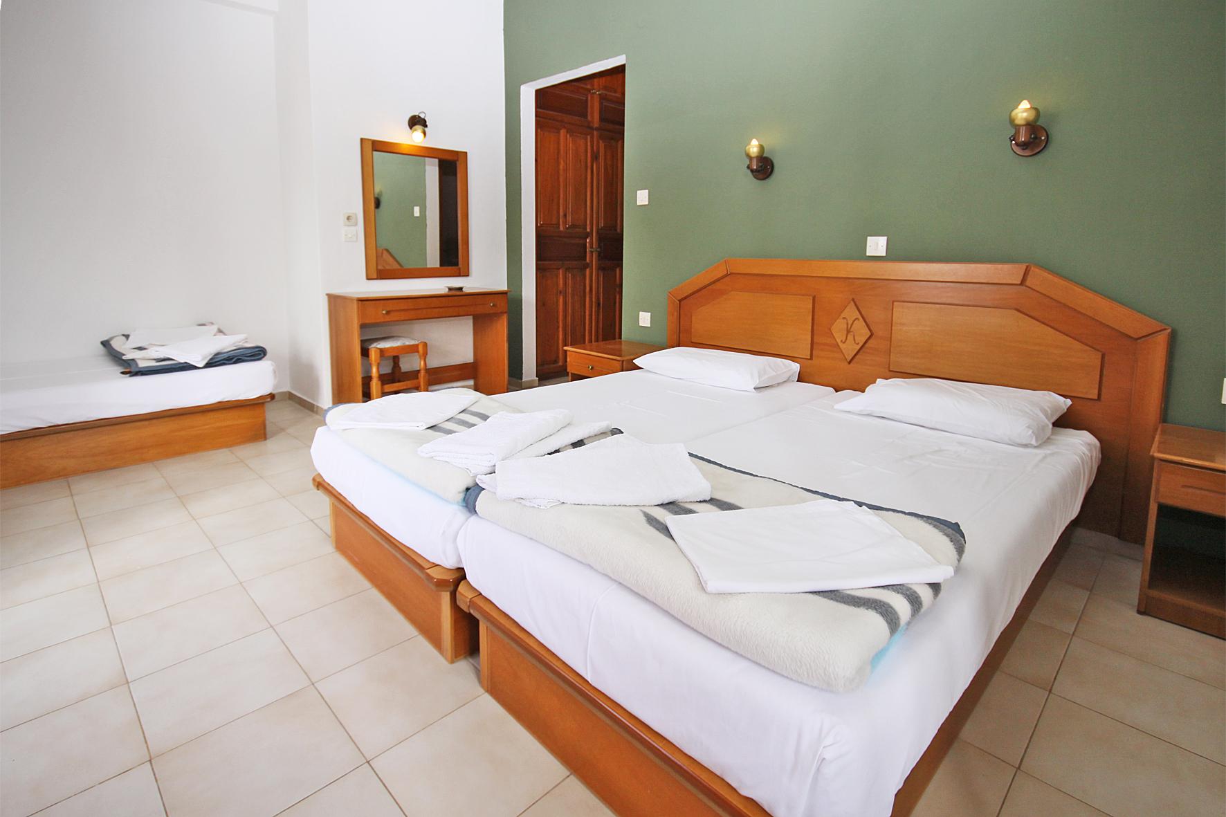 3beds-room1