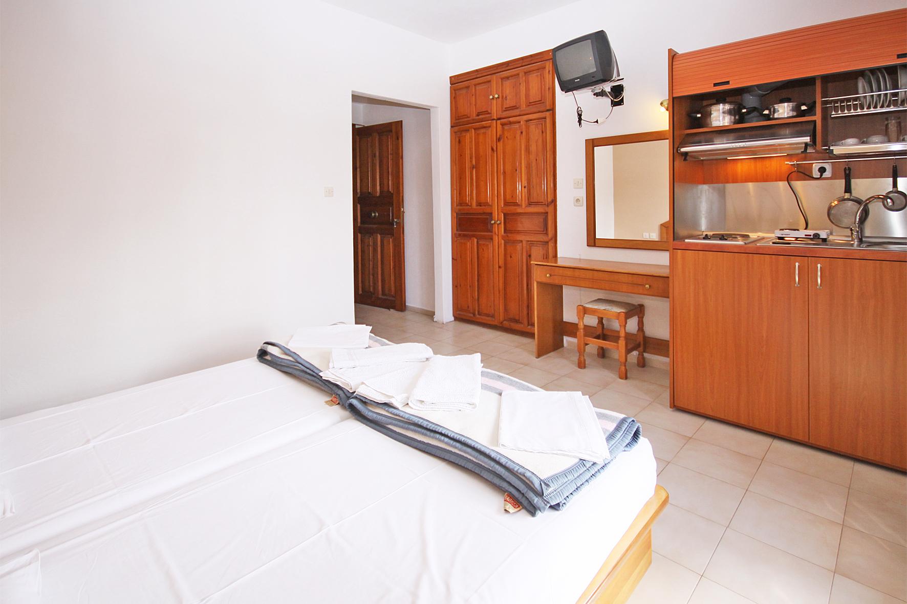 2beds-room1